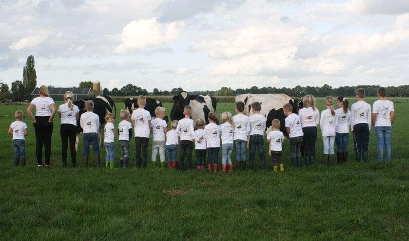 Toldijkse kinderen doen mee aan de #trotsopdeboer actie. Foto: Liesbeth Heebink