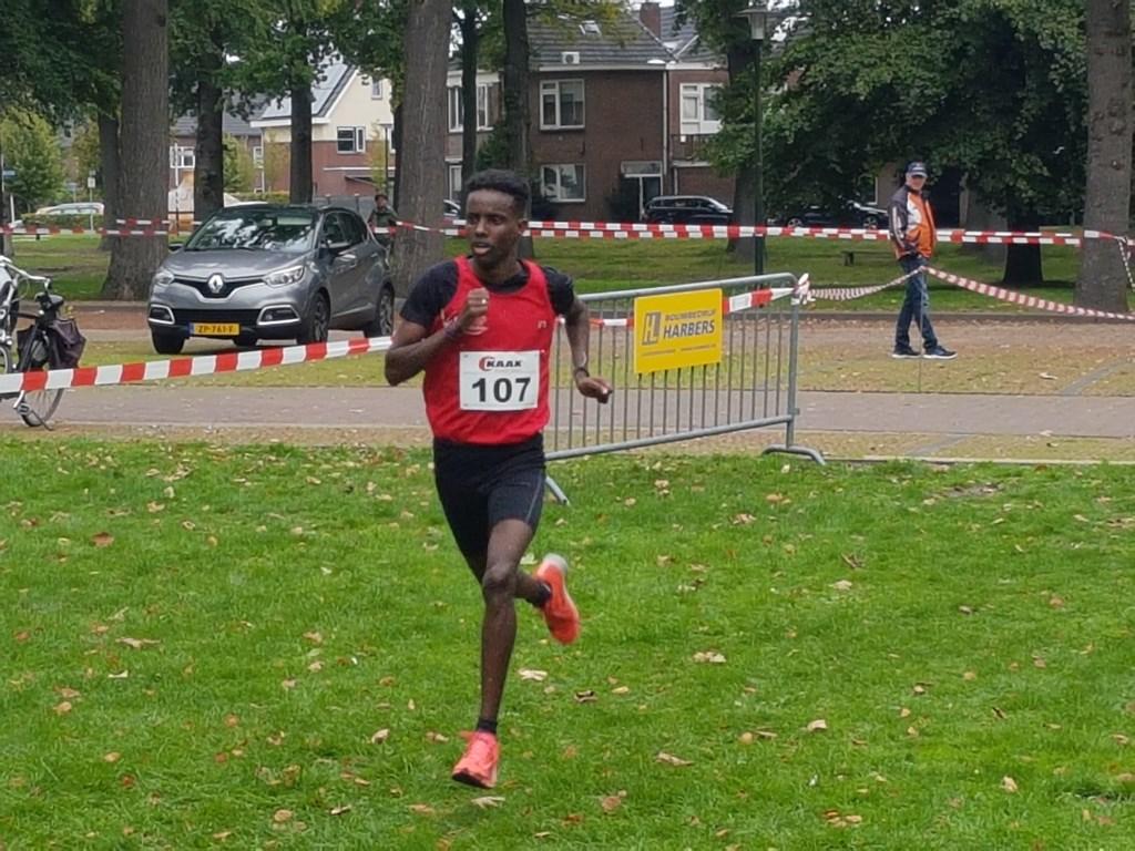 Na 2018 wint Farhaan Abdali ook in 2019 de vijf kilometer. Foto: Mark Ebbers  © Achterhoek Nieuws b.v.
