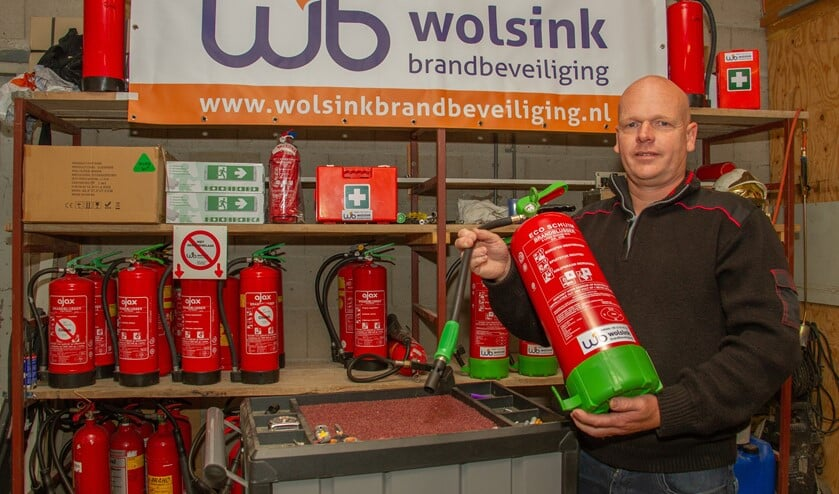 Maarten Wolsink keurt brandblussers