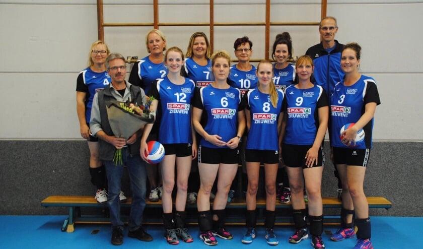 Louis Ernst van Spar Zieuwent steekt TOHP dames 2 in het nieuw. Foto: Rian Haen