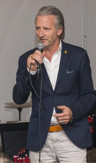 Professor dr. Leendert Looijenga vertelt over het project dat mede door Bergh in het Zadel mogelijk is geworden. Foto: Robin Sommers