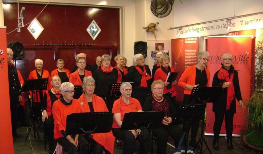 Op de Nationale Ouderendag heeft Vrijetijdskoor Völle Wille de bijeenkomst van ouderen uit Eibergen en Neede in 't Vonder in Eibergen opgefleurd met een liedjesprogramma. Foto: PR