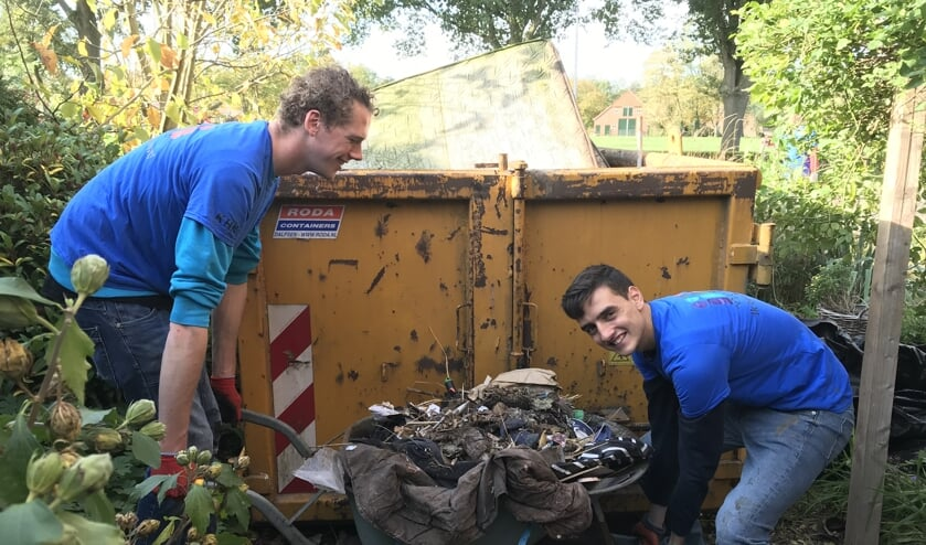 Vrijwilligers zetten zich in om klussen te doen voor een ander. Foto: Present Bronckhorst
