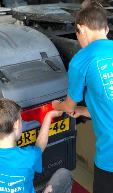 Deze jongens laten zien over slimme handen te beschikken. Foto: PR