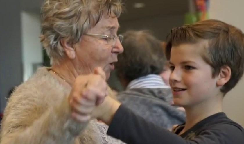 Jong en oud beleven plezier aan het project. Foto: PR
