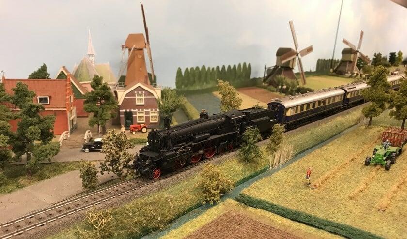 De vijf modelspoorbanen van Gerrit Hulshof zijn uitgerust met heel veel bewegende figuren. Foto: PR.