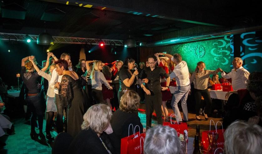 Dansen en dineren tijdens Dinnershow. Foto: Roderic Kreunen