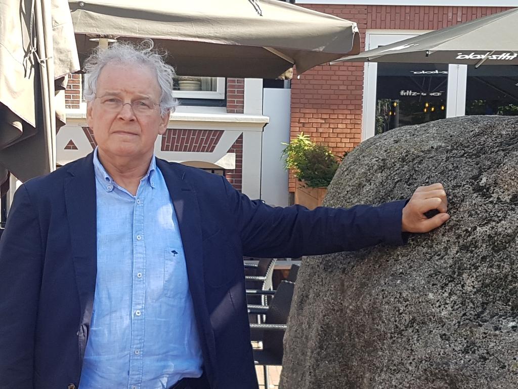 Manus van Ooijen bij het afscheidsinterview van zijn kroeg in september 2019. Foto: Kyra Broshuis Foto:  © Achterhoek Nieuws b.v.
