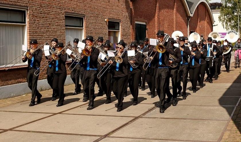 Het fanfare orkest van Eendracht in straatuniform Foto: PR Eendracht