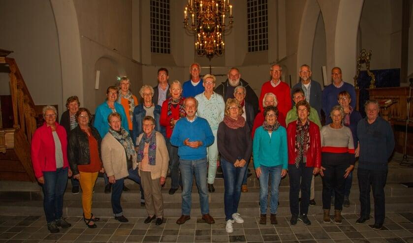 Het koor Enjoy onder leiding van dirigent Piet Piersma. Foto: Liesbeth Spaansen