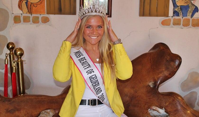 Nikki Prein werd in april gekroond tot mooiste van Gelderland, daarna volde de nationale titel en nu strijdt zij voor de Miss Earth-titel. Foto: Marlous Velthausz