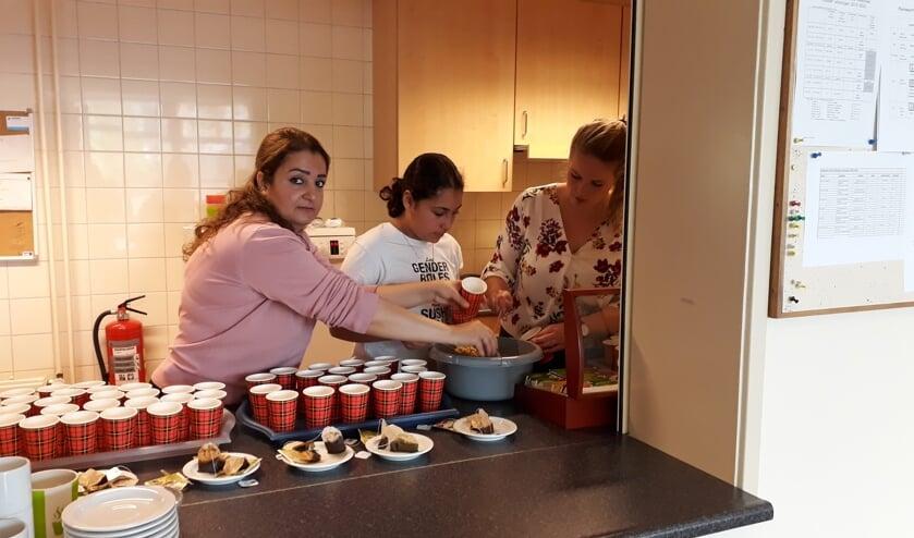 De dames waren maar wat druk met de voorbereiding. Foto: PR