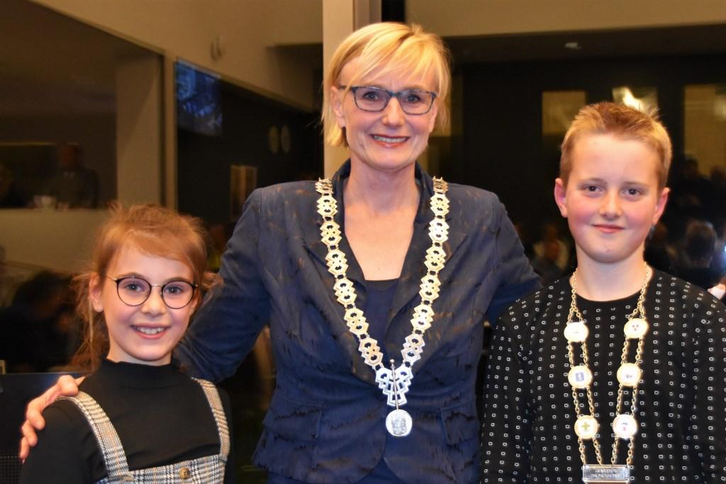 Evi Otten is jeugdburgemeester af. Marianne Besselink werkt het komend jaar samen met Kjeld Kempers uit Zelhem. Foto: Alice Rouwhorst  © Achterhoek Nieuws b.v.