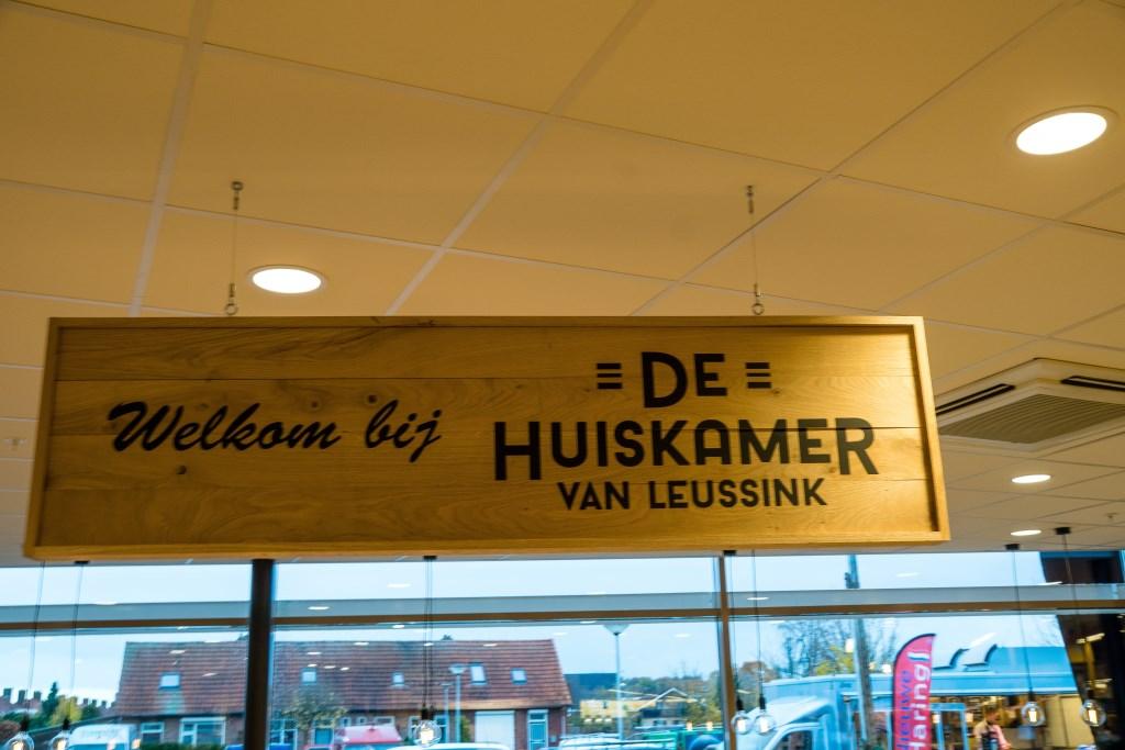 Het naambord van de Huiskamer van Leussink. Foto: Marcel te Brake  © Achterhoek Nieuws b.v.