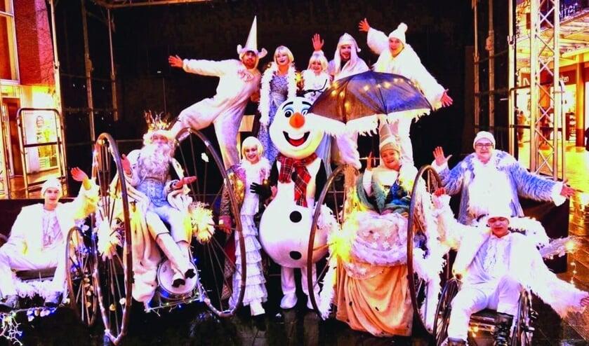 De parade van Koning Winter trekt door de straten. Foto: Line Up Events.