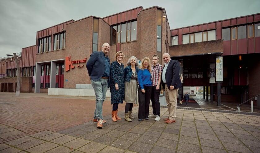 V.l.n.r.: Johan Boonekamp (Hanzehof), Roos Willemse (Kompaan), Ria Maasdam (Kunst Connectie), Irene Kriek (Woeste Oost), Wim Besseling (Berkelstroom), Wilco de Jong (Berkelstroom). Foto: PR