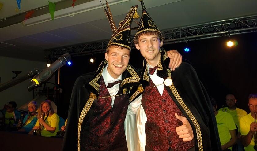 Prins Jelle (links) en Adjudant Pascal, na hun proclamatie.