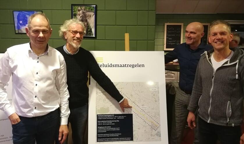 Leden van het burgerinitiatief de slimste weg, van links af Peter Post, Hans Leeflang, Pascal Kok en Rik Walvoort. Foto: Rob Weeber