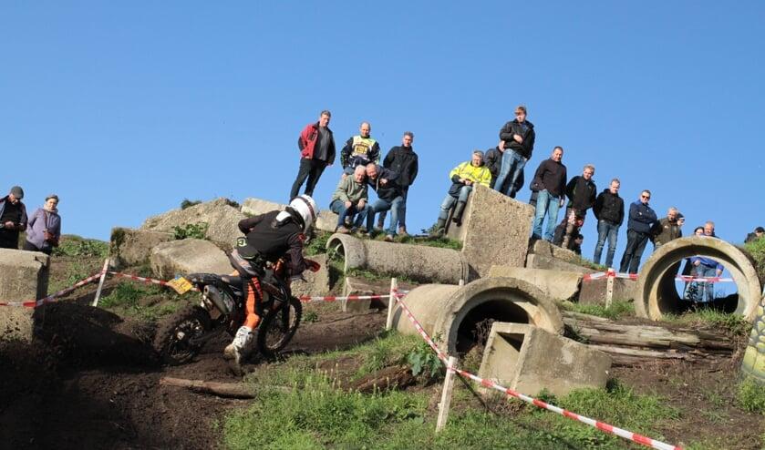 Het publiek genoot van de proeven van langskomende rijders van de Jan van Beekrit. Foto: Henk Teerink