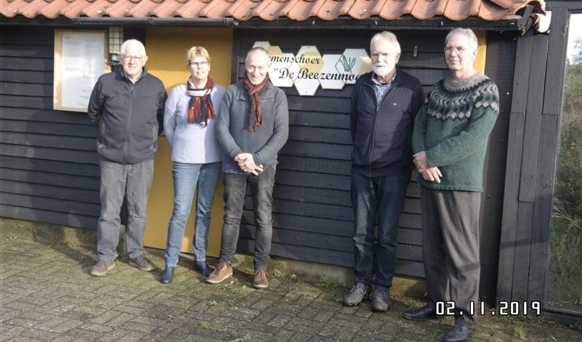 Van links naar rechts: Henk te Bogt, Karin Elschot, Leo Groot Zevert, Vincent Harbers en Pieter van Eijck. Bas Kranen ontbreekt op de foto.