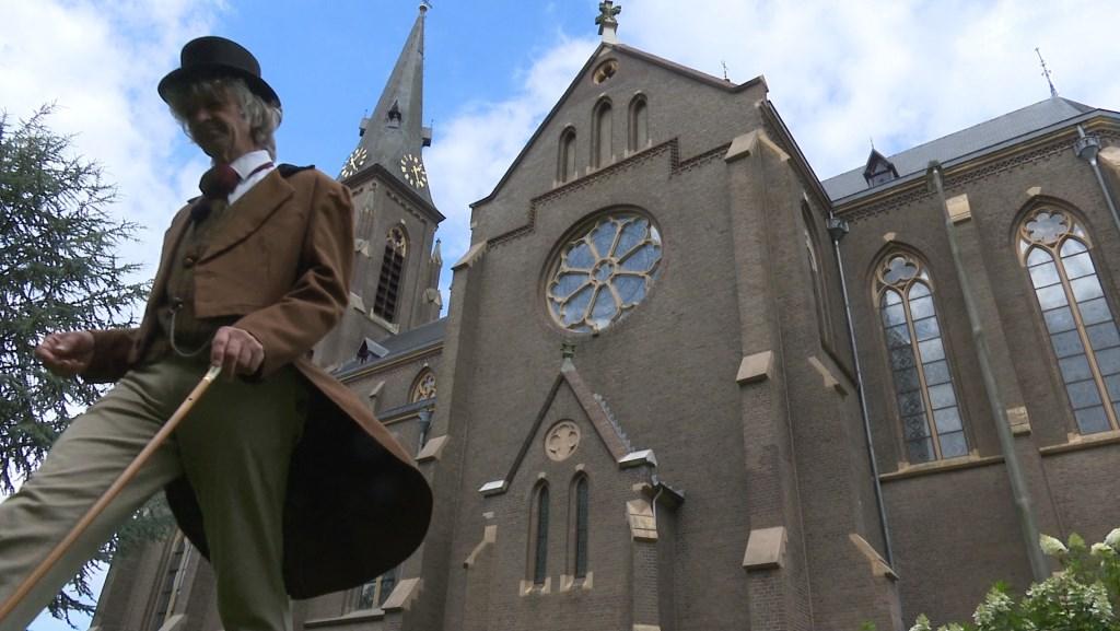 Troubadour Gery Groot Zwaaftink in de rol van acteur.   © Achterhoek Nieuws b.v.