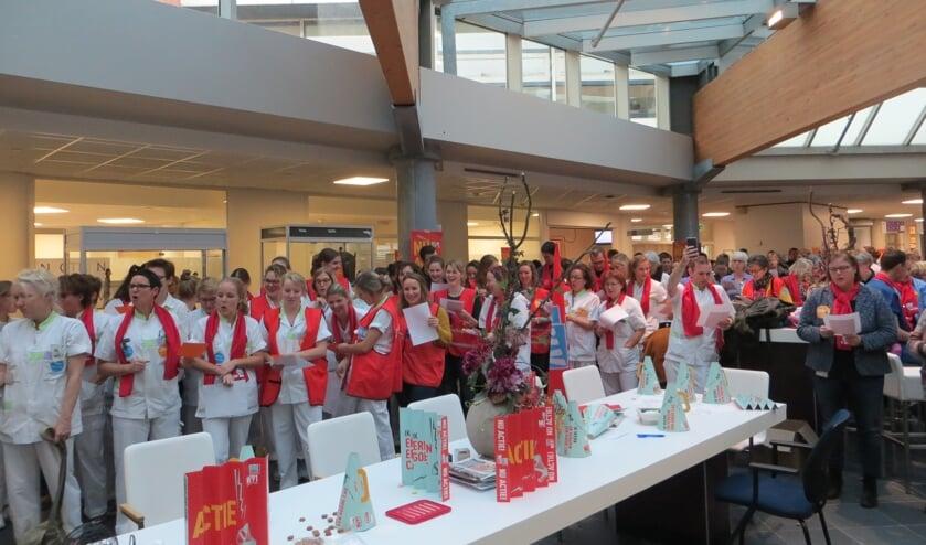 Druk bezochte actiebijeenkomst in het Streekziekenhuis Beatrix. Foto: Bernhard Harfsterkamp