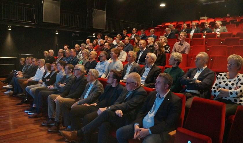 Aanwezigen luisteren aandachtig tijdens de bijeenkomt Winterswijk Onderneemt Duurzaam. Foto: Richard Stegers