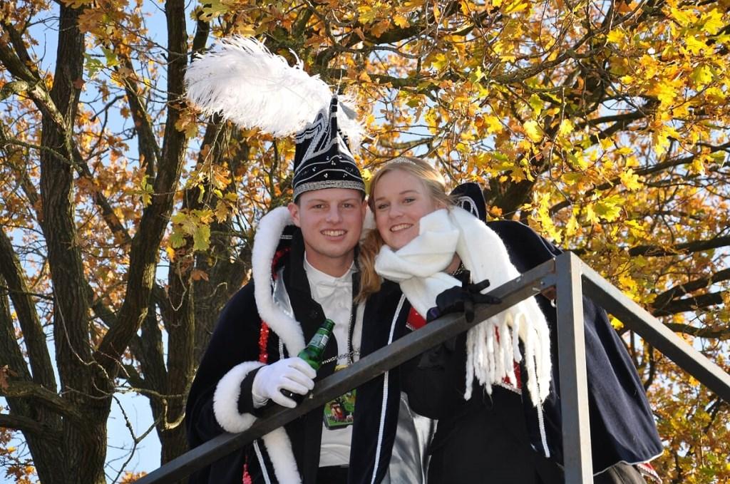 Jongerenprins Bas (ten Hoopen) en jongerenprinses Anne (Olminkhof). Foto: Sandra Baas  © Achterhoek Nieuws b.v.