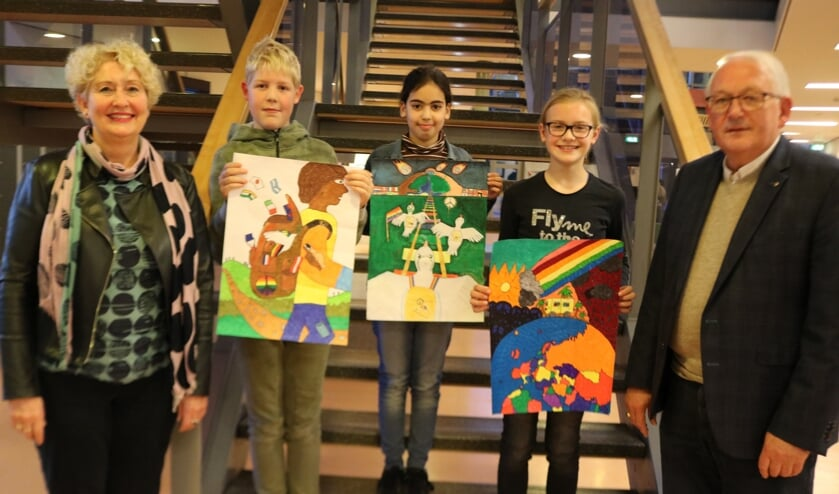 V.ln.r.: Carlien Krist-Spit, Luuk Koeleman, Halima Boulahrir, Maul Lieven en Andries Forger. Foto: Arjen Dieperink