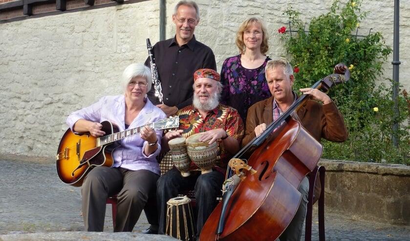 Klezmer-ensemble Bublischki treedt op in de Barokkerk Zwilbroek. Foto: PR Bublischki