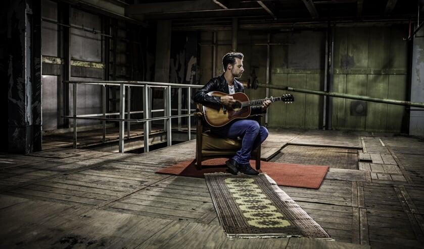 Singer-songwriter Mercy John. Foto: Sander van den Berg