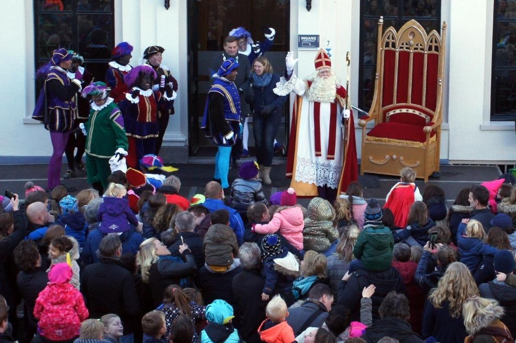 Geen traditioneel welkom op het bordes voor de Sint. Foto: PR Foto:  © Achterhoek Nieuws b.v.