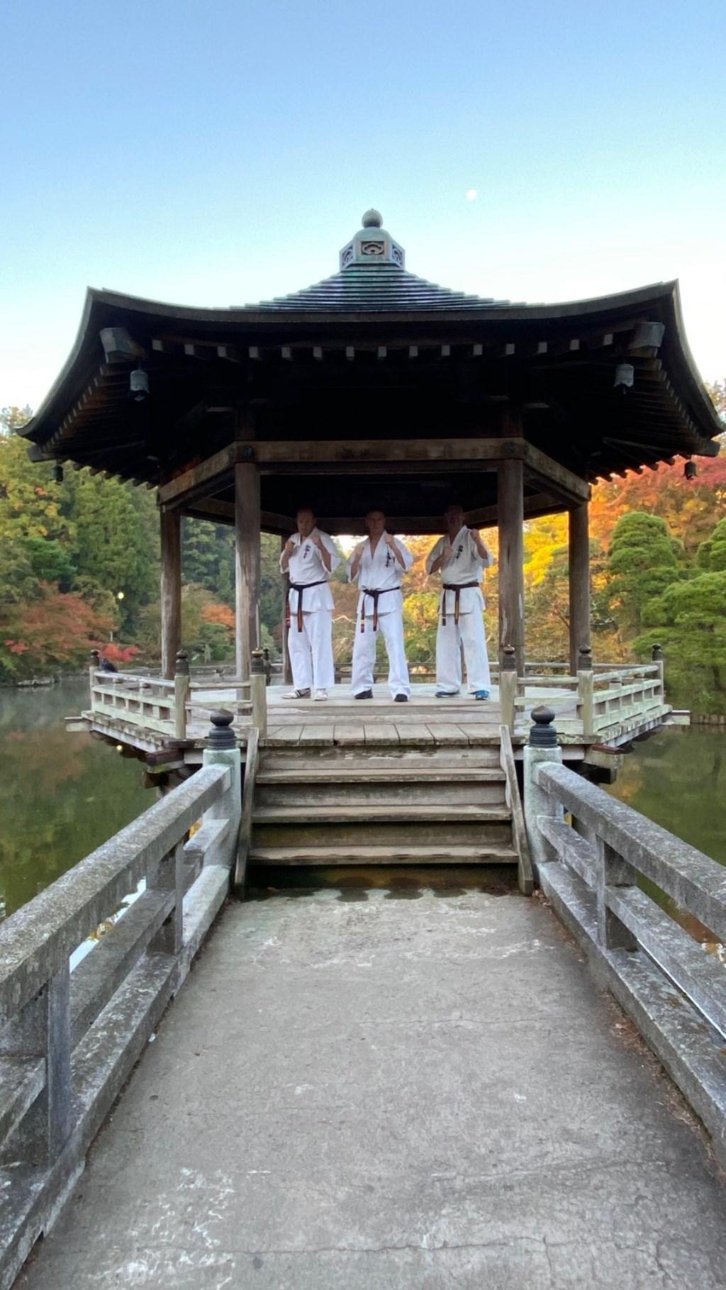 Winterswijkse karateka's in Japan. Foto: PR