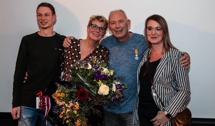 Fred Burgers met zijn vrouw en kinderen.Foto: Henk Derksen