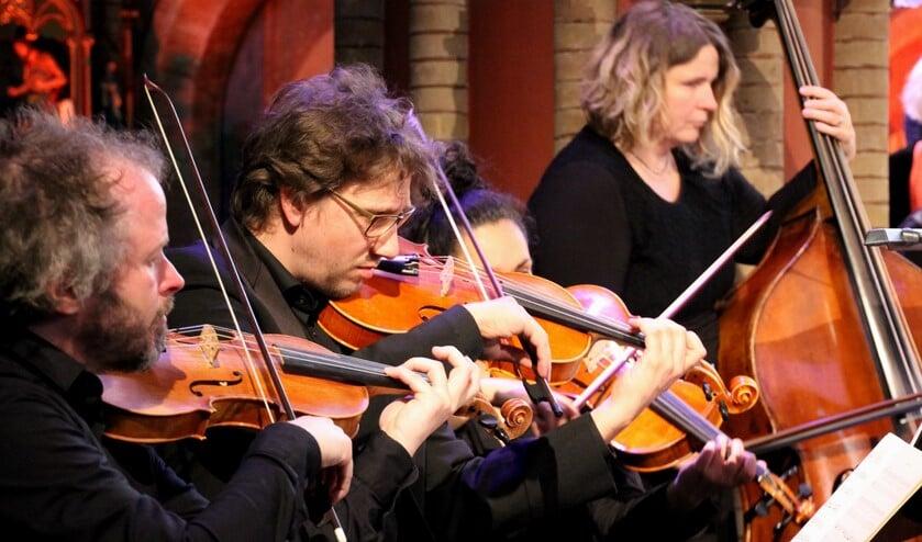 De muzikanten spelen op (replica's van) Barokinstrumenten. Foto: Jos Betting
