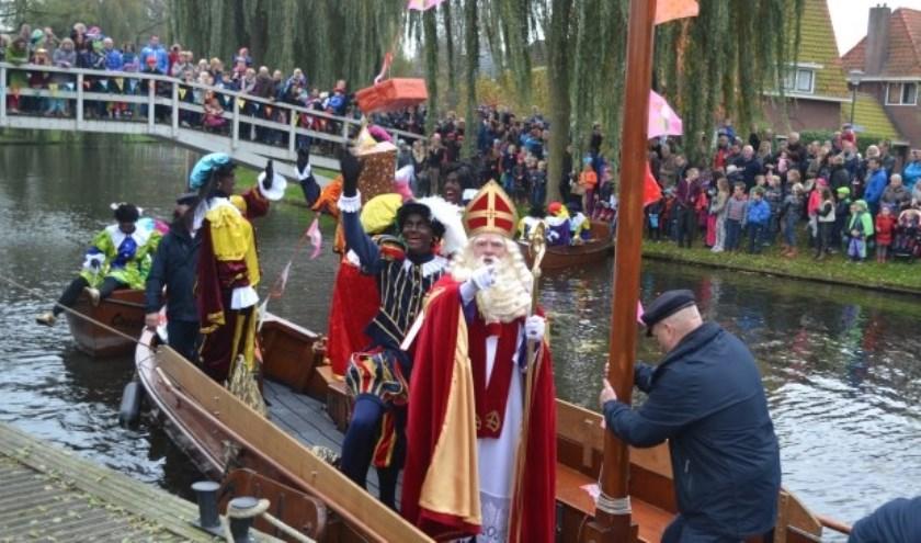 Sint Nicolaas arriveert in Borculo met de Jappe. Foto: PR