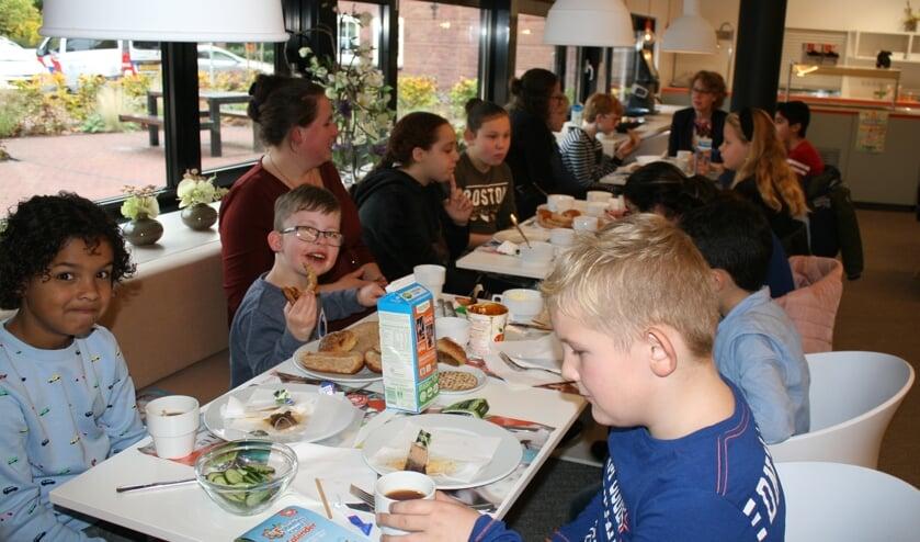 Ontbijten in het gemeentehuis, dat doe je ook niet iedere dag. Foto: Dinès Quist