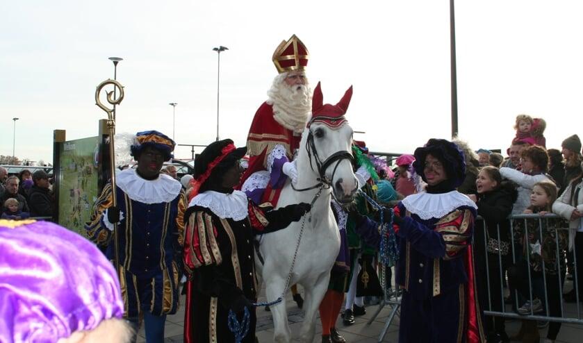 Zijn paard Ozosnel stond al klaar bij het station. Foto: Verona Westera