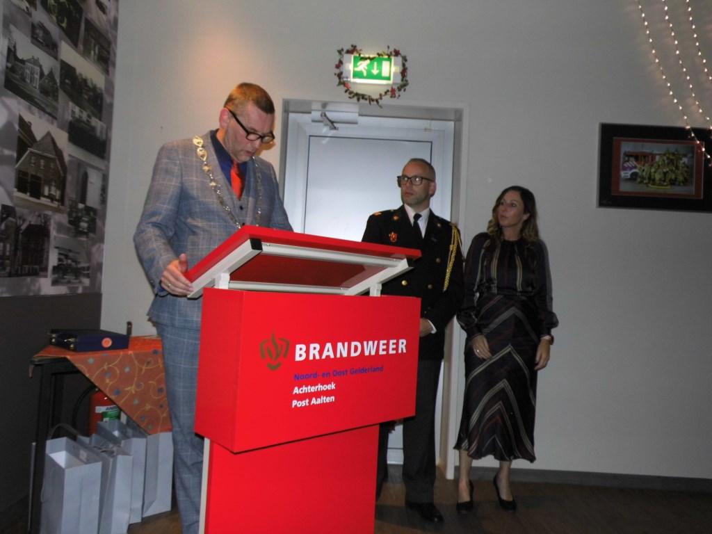 Burgemeester Anton Stapelkamp geeft een speech. Foto: Eva Schipper  © Achterhoek Nieuws b.v.