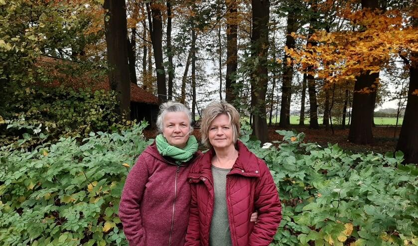 Christine Derksen en Edith van Emmerik zamelen zoveel mogelijk geld in om mama's op Lesbos te helpen. Foto: Meike Wesselink