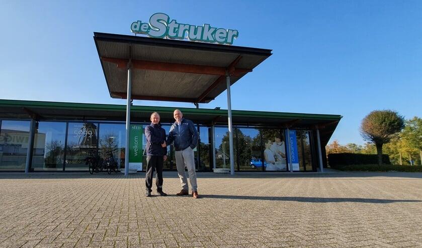 Links Wim Stemerdink en rechts Chris Hermsen voor de Struker. Foto PR