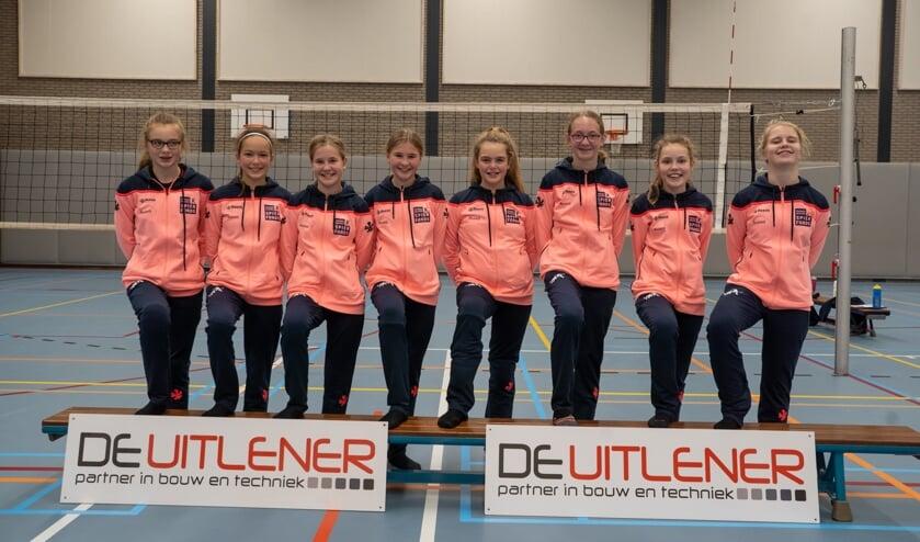 foto van C1 met de nieuwe trainingspakken. Fotocredit: Henk-Jan Winkeldermaat