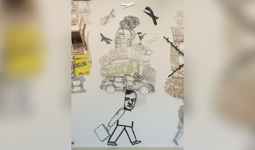 Werk van Gabi Rets: assemblage wandelaar met auto. Foto: PR
