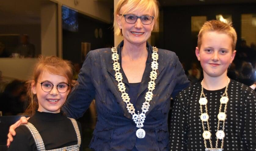 Evi Otten is jeugdburgemeester af. Marianne Besselink werkt het komend jaar samen met Kjeld Kempers uit Zelhem. Foto: Alice Rouwhorst