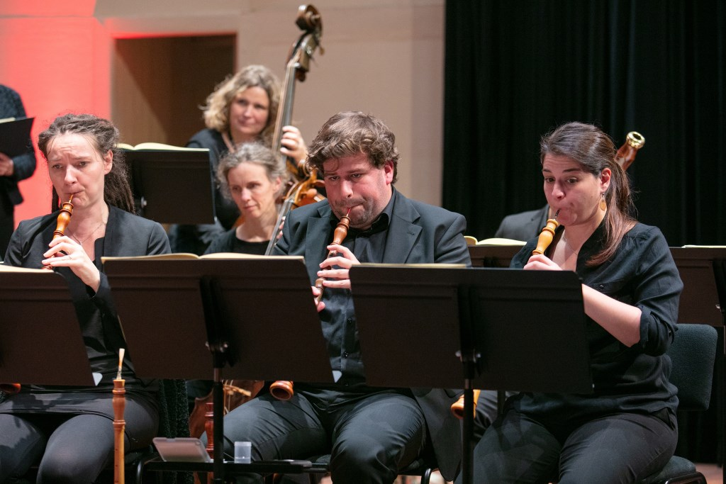De muzikanten van La Sopresa spelen op instrumenten (of kopieën daarvan) uit de tijd waarin de muziek gecomponeerd is. Foto: Guido Bogert Fotografie Guido Bogert Fotografie © Achterhoek Nieuws b.v.