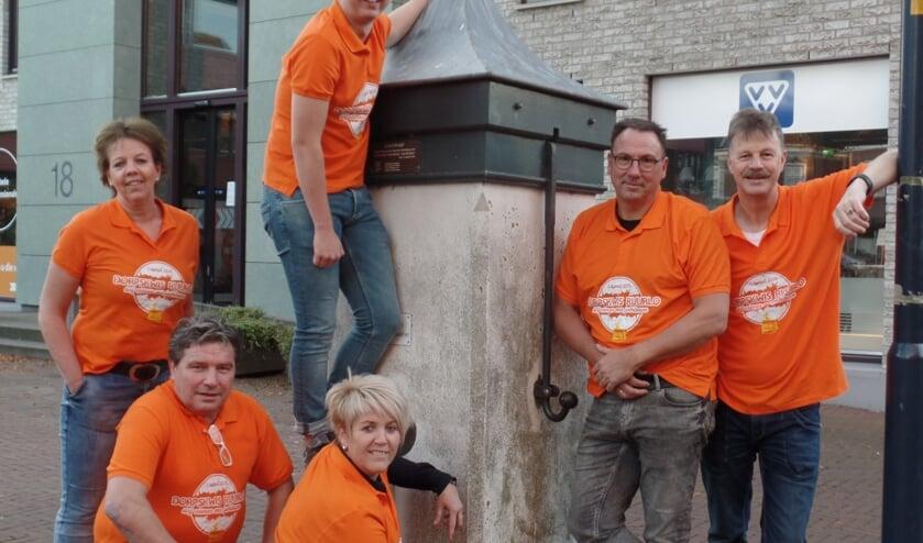 Verantwoordelijk voor de eerste editie van de DorpKwis Ruurlo zijn Ton Tolkamp, Erna Boekelder, Leendert Koertse, Helma Roekevisch, Jan Tragter en Rens Roekevisch. Foto: Jan Hendriksen.
