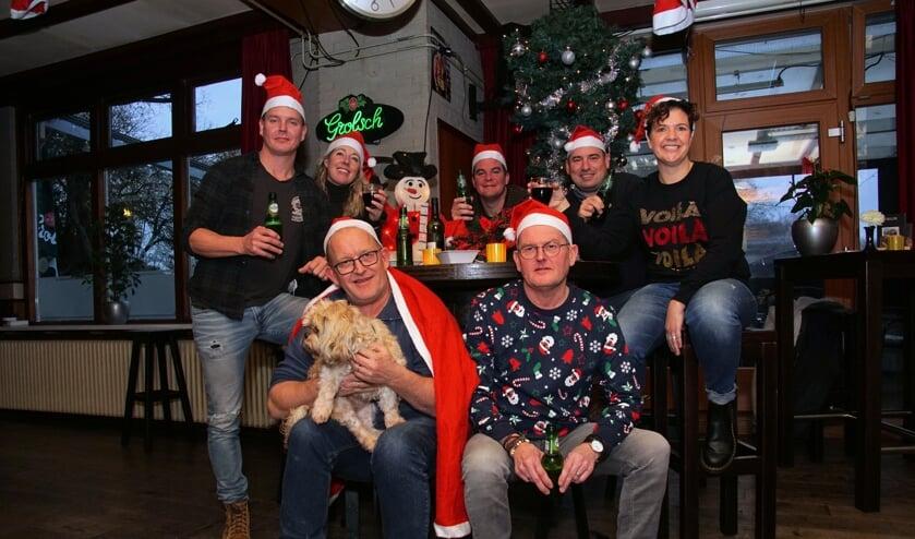 Samen in 'voute kersttruien' de Kerstman inhalen, dat gebeurt op 24 december in De Heurne. Foto: Frank Vinkenvleugel