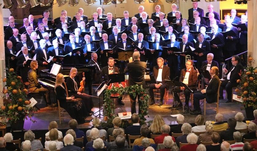 Het Lochems Mannenkoor tijdens het optreden in de Gudulakerk in 2018. Foto: Arjen Dieperink