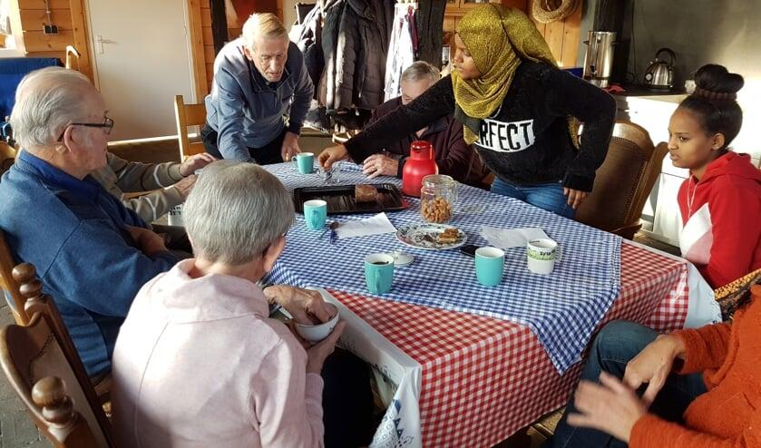 Tijdens de koffie wordt het geheugen getraind. Foto: Present Winterswijk