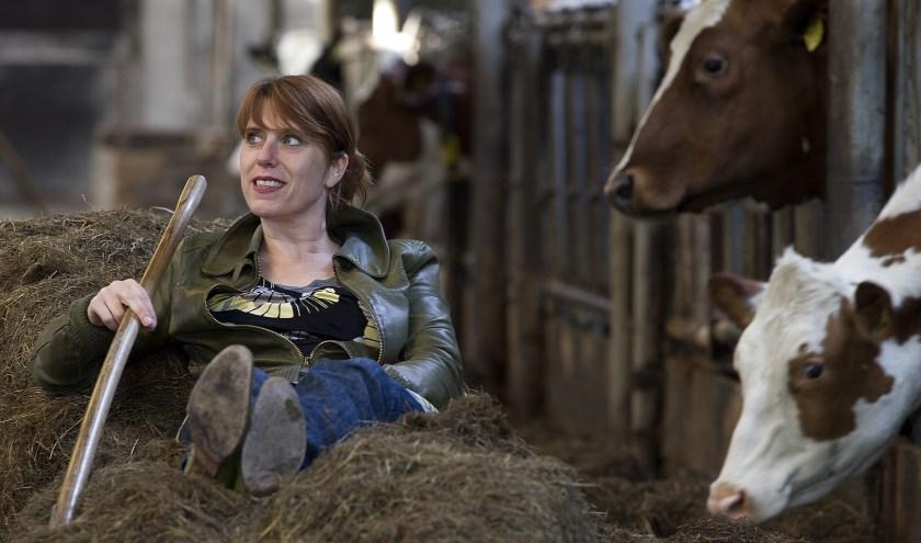 Irene van Aart gaat in haar cabaretvoorstelling 'De Boer Op'. Foto: PR Irene van Aart